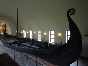 Oslon Viikinkimuseon laiva Ragnarin vuosisadalta.