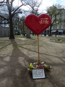 Huhtikuussa 2012 Oslon tuomiokirkon edessä.