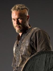 Ragnar (Travis Fimmel, Vikings 2013, kuva http://www.history.com/shows/vikings Photo Gredit Jonathan Hession)
