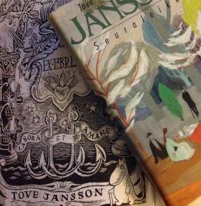 Janssonin ex libris -motto  ja kansikuvitus yhteen viimeisimmistä julkaisuista.