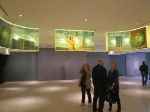 Magritte-museoon pääsee kätevästi yhteislipulla taidemuseon puolelta.