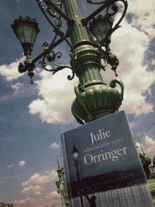 Romaani matkusti budapestilaisen sillan pieleen.