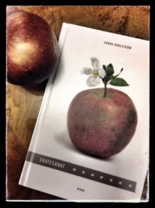 """""""Omena alkaa kukkia, ja loppuu, puhkeaa lehtiä, omenoita,  - -"""""""