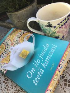 On ilo juoda teetä kanssanne